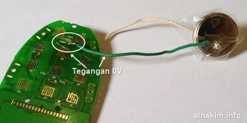 Solder kabel tegangan 0V atau ground
